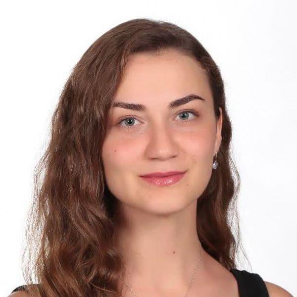 Kübra Bozkurt - İngilizce Öğretmeni